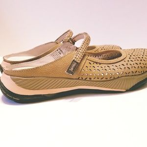 Jambu Shoes - Never worn Jambu Bailey slip on shoes sz 8.5